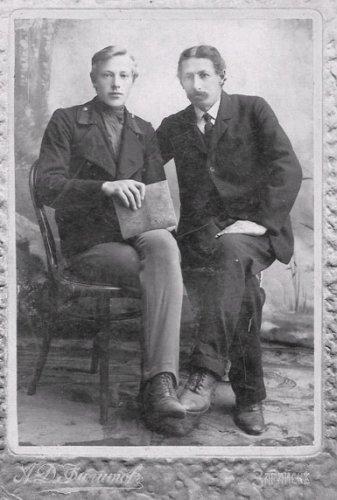 Михаил  и его старший брат Александр Ивановичи  Тверитиновы   1908 г.