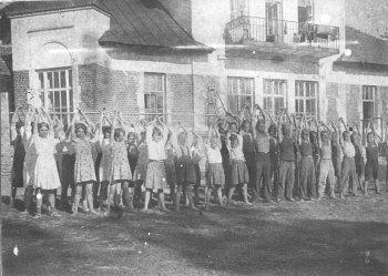 Шереметьево-Песочинский детский дом. 30-е годы прошлого века.<br /> Бывшее имение князей Барятинских