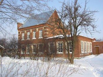 Школа, построенная князьями Барятинскими для крестьянских детей. Фото Т.Шустовой