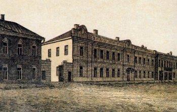 Почта и телеграф. Здание построено в конце XVIII века специально под почтовую контору. Перестраивалось в XIX веке. Современный адрес—Почтовая, 59.