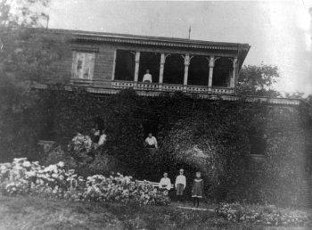 Дом, купленный у князя Мещерского. Фото из семьи Н.А.Родионовой.