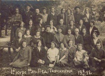А.В Чернышев – во втором ряду, в центре
