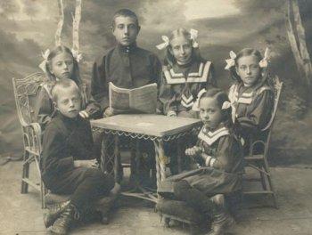 Семья А.В. Чернышева: Константин, Елена, Анатолий, Мария, Валентина, Ольга. 1914 год