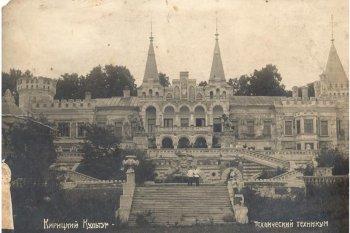 На фото 1934 г.  кентавры в наличии.  Уж недолго быть им хранителями  романтики  дворца…