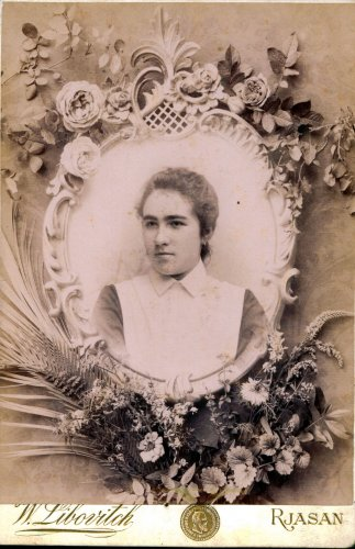 Варвара Петровна Перова (в замужестве Казакова) выпускница Рязанского женского епархиального училища. Фото Либовича из семьи Татьяны Шустовой.
