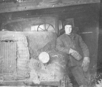 И.А.Волгин в гараже детского дома