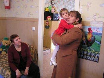 Елена Александровна Шевченко (справа) в дошкольной группе. Фото Т.В.Шустовой.