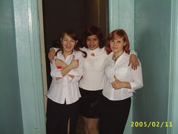 Алиса Подчиненко (крайняя слева), Екатерина Осипова (крайняя справа). Фото Александра Бирюкова.
