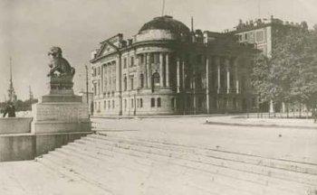 Институту Мозга большевики сразу пожаловали дворец великого князя Николая Николаевича.