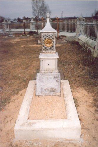 Могила священника Гавриила Рябцева в церковной ограде Спасского храма