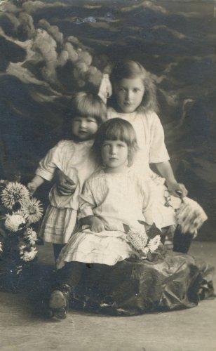 Дочери Ивана Михайловича Рябцева (1910-е гг.)