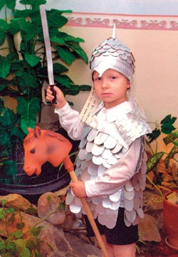 Костюм рыцаря из бросового материала своими руками