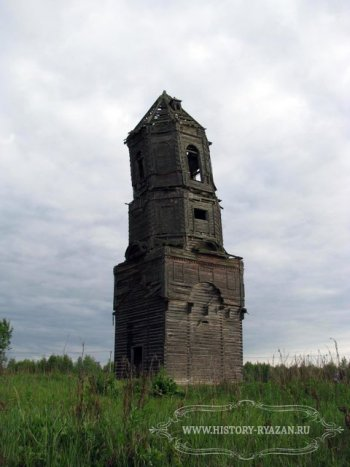 Село Бельское, разрушающаяся деревянная колокольня