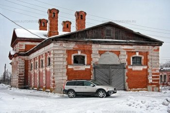 Бывший конезавод фон Дервиза в деревне Соха. Здесь разводили лошадей-тяжеловозов. Сейчас это склад.