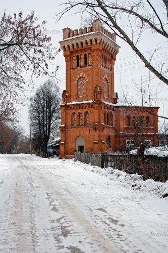 К старинным графским постройкам жители села Старожилово давно привыкли. А вот приезжие «сворачивают головы» на каждом шагу