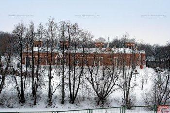 Усадьба Красное — одно из самых загадочных имений Рязанской области. За металлическим забором оно выглядит как островной замок.