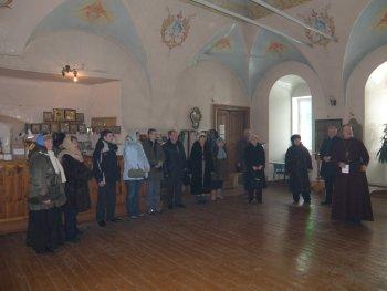 Потомки М.А.Виноградова и Салахмира перед панихидой в Солотчинском монастыре