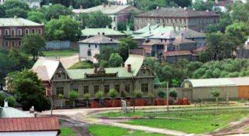 Рязань, Училище кустарных промыслов купца Ларионова (на переднем плане)