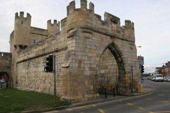 Барбакан Уэлмгейтских ворот Йорка.