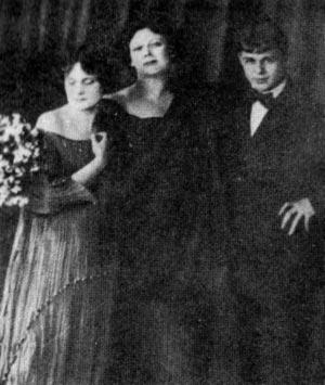 Ирма Дункан, Айседора Дункан  и Сергей Есенин. Фото 1922 г.