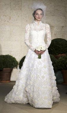Романтические версии, что белый цвет символизирует чистоту, а фата – целомудренность невесты сочинены задним числом уже в эпоху викторианского ханжества.
