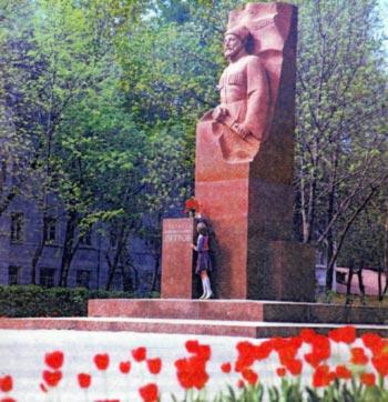 Памятник Г.К. Петрову в Рязани. Наши дни.