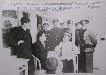А.С. Пирогов беседует с командой парохода