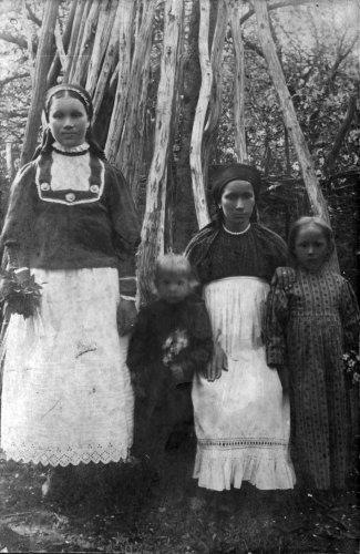 Фроловы. Село Шереметьево-Песочня. 1917 г. Фото из семьи Анны Васильевны Михеевой. Рязанский костюм