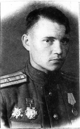 7__Evgenij_Pavlovich_Tveritinov_vtoroj__1944_0.jpg