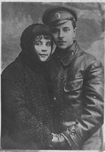 E__Tveritinov_s_zhenoj_Olgoj_Ivanovnoj__1917_4_0.jpg