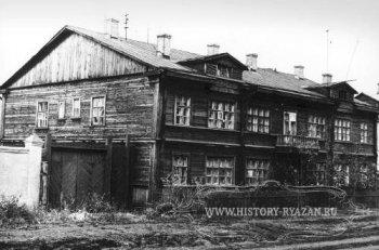 В этом доме А.И. Солженицын и Н.А. Решетовская прожили восемь лет - с 1957 по 1965 г.
