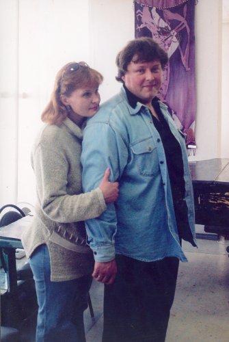 На фото Елена Горячева и Алексей Акиндинов. Выставочный Зал Союза художников России, Рязань, 2004 г.Фото Евгения Каширина.